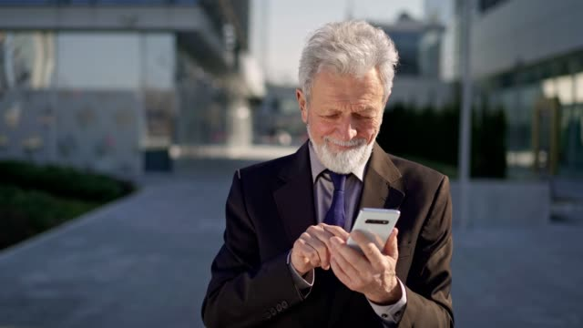 senior man dating online - baby boomer stock videos & royalty-free footage