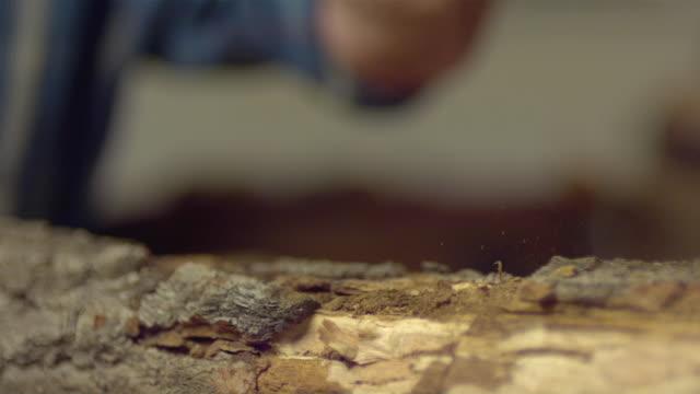 stockvideo's en b-roll-footage met cu slo mo senior man hitting wood chisel with wood mallet in workshop / morristown, new jersey, usa - alleen één seniore man