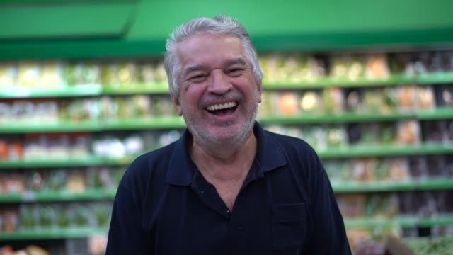 senior man portrait at supermarket - pardo brazilian stock videos & royalty-free footage