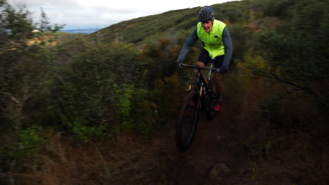 ts senior man riding mountain bike on trail during early morning ride - bicycle trail outdoor sports stock videos & royalty-free footage