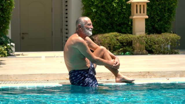 senior man simning i pool - utebassäng bildbanksvideor och videomaterial från bakom kulisserna