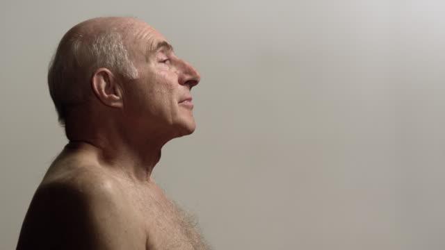 vídeos de stock, filmes e b-roll de cu senior man taking deep breathes / los angeles, california, usa - inhaling