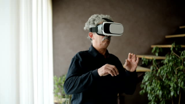 senior man using virtual reality glasses - confusion stock videos and b-roll footage