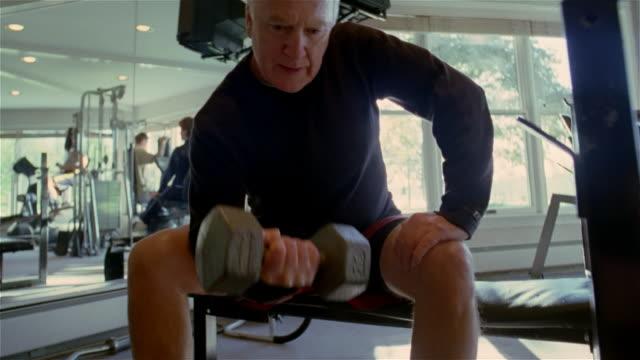 CU, LA, SHAKY, senior man weight lifting in gym, USA, Pennsylvania, Solebury