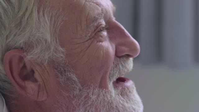 senior män ansikte - profil sedd från sidan bildbanksvideor och videomaterial från bakom kulisserna