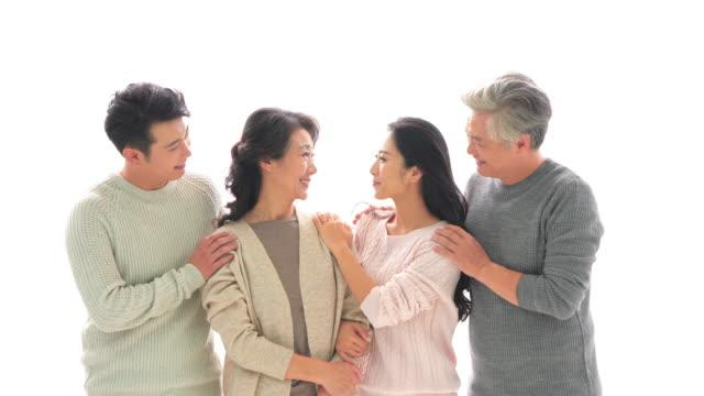 vídeos de stock e filmes b-roll de ms senior parents with adult offspring - quatro pessoas
