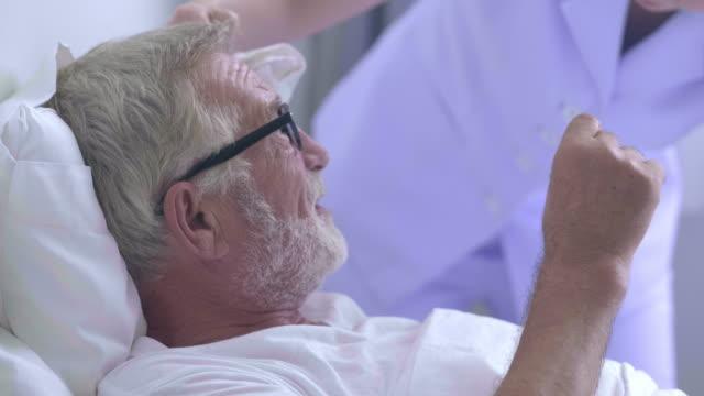 vídeos de stock e filmes b-roll de senior patient. - recuperação