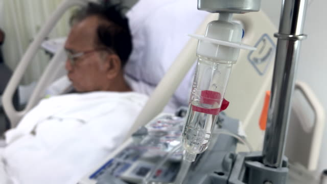 Senior patient was given saline on the bed in hospital