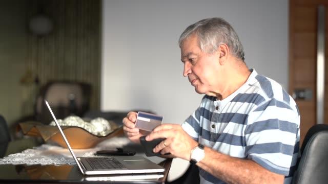 senior purchasing some itens on the internet - pardo brazilian stock videos & royalty-free footage