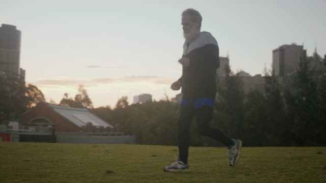 senior runner in melbourne - 70 79 years stock videos and b-roll footage