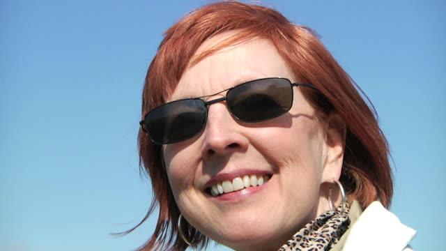 senior smile v.4 (hd) - örhänge bildbanksvideor och videomaterial från bakom kulisserna