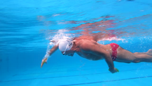 senior with a healthy lifestyle swimming in a swimming pool - swimming goggles stock videos & royalty-free footage