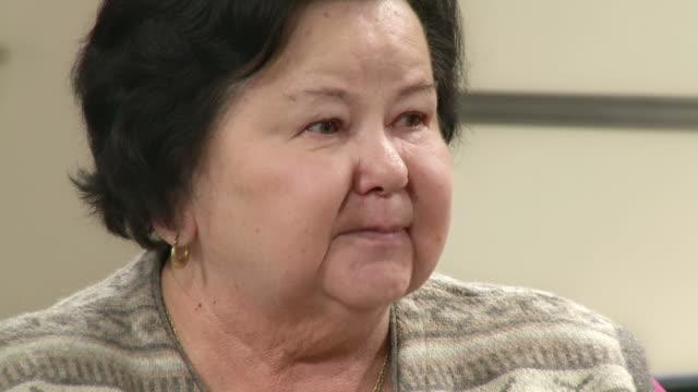stockvideo's en b-roll-footage met hd: senior woman arguing on the meeting - videoportret