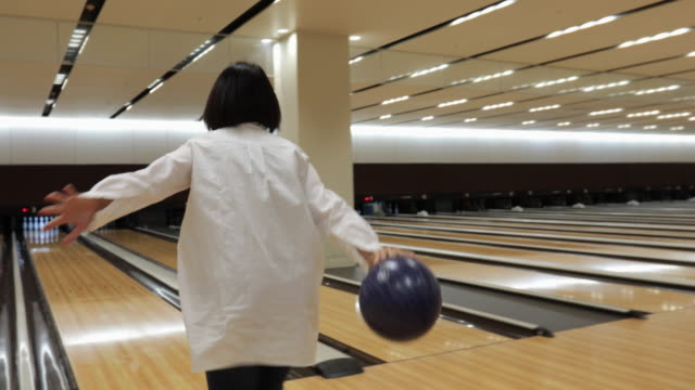 senior woman enjoys bowling - ボウリング点の映像素材/bロール