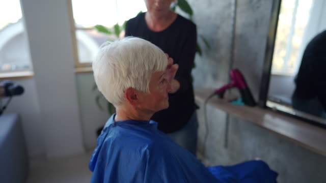 senior woman feeling comfortable at beauty salon - short hair stock videos & royalty-free footage