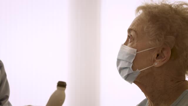 senior woman getting temperature taken - epidemic stock videos & royalty-free footage