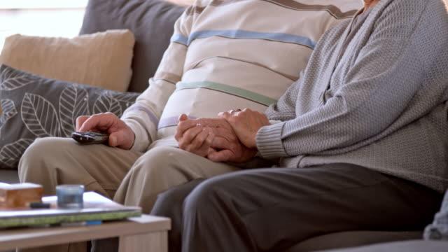 slo-mo-senior frau mannes hand hält - kopfkissen stock-videos und b-roll-filmmaterial