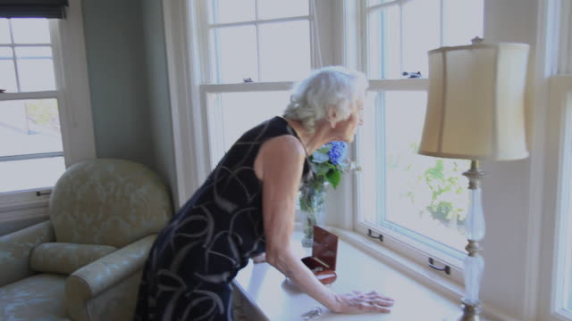 ms ts senior woman preparing to leave her bedroom / portland, oregon, usa  - portland oregon点の映像素材/bロール