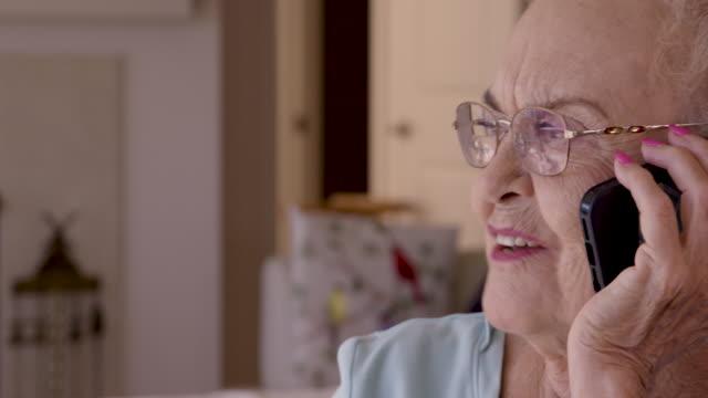 senior woman using smart phone - am telefon stock-videos und b-roll-filmmaterial