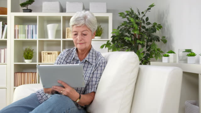 HD DOLLY: Senior Woman Using Tablet Computer