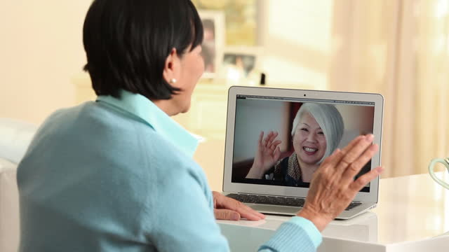 senior woman video chatting - アクティブシニア点の映像素材/bロール