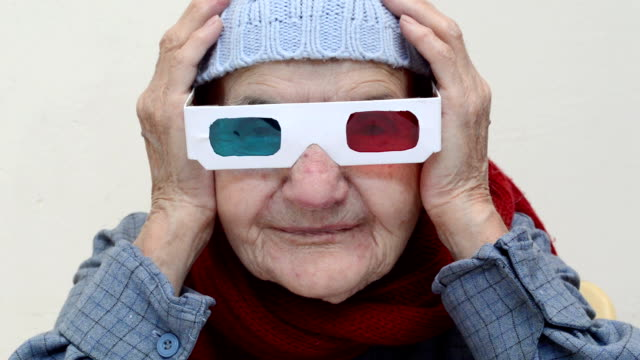 Senior vrouw met 3D-bril