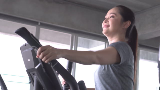 senior woman work out with cofident - sistema cardiovascolare video stock e b–roll
