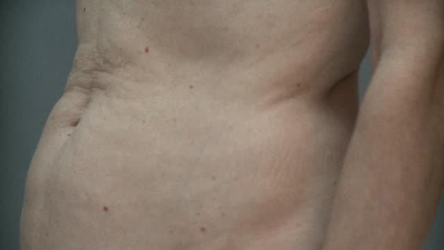 cu senior woman's abdomen, new york city, new york, usa - ombelico video stock e b–roll