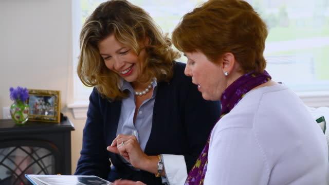vídeos de stock, filmes e b-roll de ms senior women and daughter looking at photo album / manchester, vermont, usa - neckwear