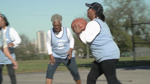 vídeos de stock, filmes e b-roll de senior women playing basketball - cube
