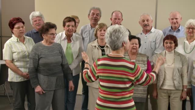 hd: senior-chor - chorsänger stock-videos und b-roll-filmmaterial