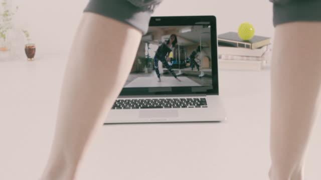 vídeos de stock, filmes e b-roll de seniors learning dance in distance classes - dance studio