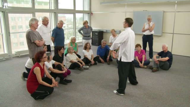 HD: Seniors Paying Attention To Tai Chi Exercises