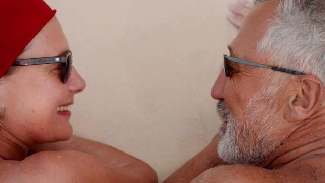 vídeos de stock e filmes b-roll de seniors taking on the world - apanhar sol