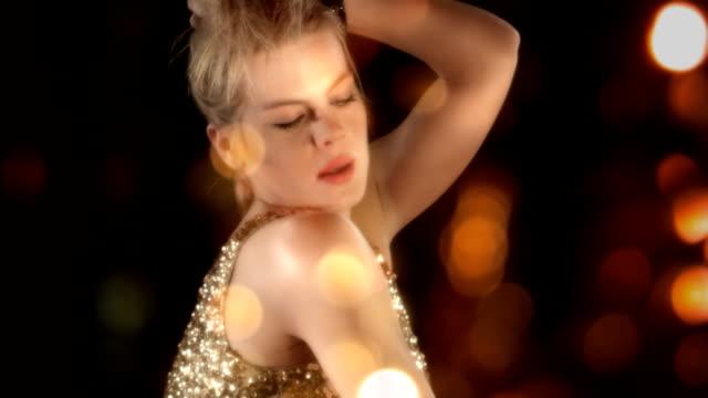 sinnliche blonde mädchen - strip stock-videos und b-roll-filmmaterial