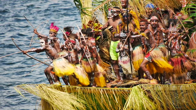 sentani lake festival papua. - 草葺小屋点の映像素材/bロール