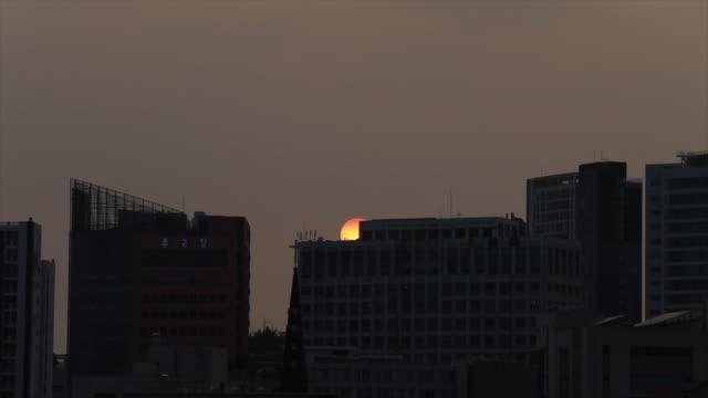 vidéos et rushes de seoul at sunset / seoul, south korea - plaque de montage fixe