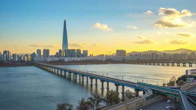 Horizonte de Seúl con edificios emblemáticos en Seúl, Corea del sur lapso de tiempo