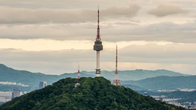 n seoul tower / seoul, south korea - 尖り屋根点の映像素材/bロール