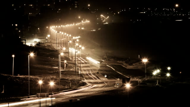 stockvideo's en b-roll-footage met sepia toned night traffic - sepiakleurig