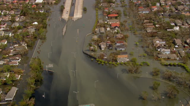 vídeos de stock, filmes e b-roll de sept 10 2005 aerial flooded interstate east of new orleans / rescue helicopter / hurricane katrina - 2005