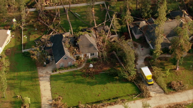 vídeos de stock, filmes e b-roll de sept 11 2005 aerial fallen trees on house and car in aftermath of hurricane katrina / louisiana - 2005