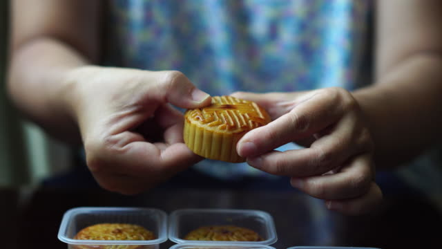 Sept24 is Chinese midautumn festival and mooncakes are the traditional food to celebrate the holiday