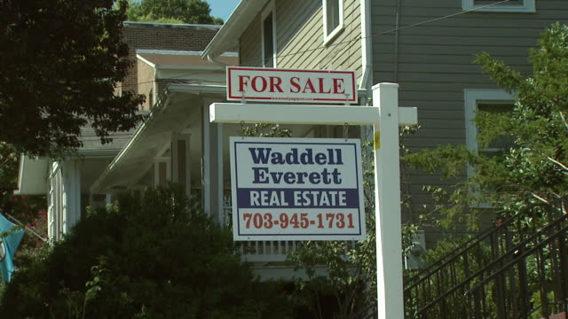 stockvideo's en b-roll-footage met september 10 2008 zi for sale sign outside house / united states - for sale korte frase