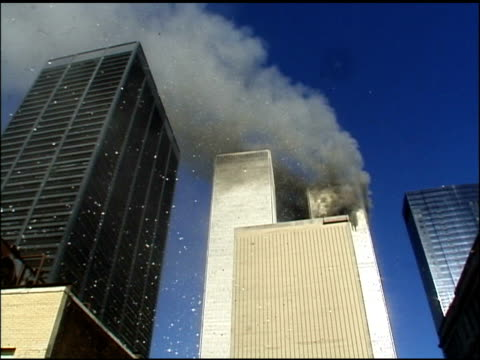 stockvideo's en b-roll-footage met september 11 2001 view from ground facing west just a few blocks away from twin towers after 1st plane has struck before 2nd plane has struck / smoke... - aanslagen op 11 september 2001