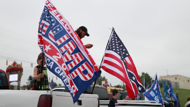 september 12 2020 lawrenceburg indiana usa combo american and confederate flag trump supporters wait in a parking lot near i275 near lawrenceburg to... - confederate flag stock videos & royalty-free footage