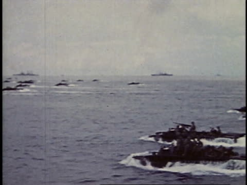 vídeos y material grabado en eventos de stock de september 15, 1944 ships and amphibious landing craft approaching shore at peleliu / palau - vehículo anfibio