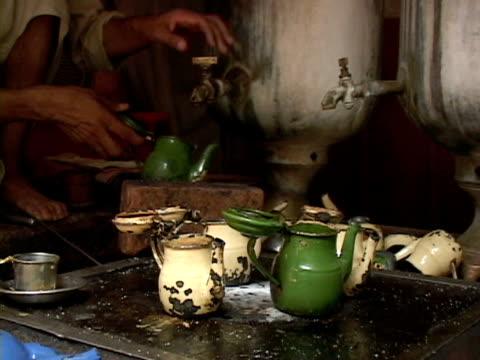 september 15, 2005 man preparing and selling tea / peshawar, pakistan / audio - peshawar stock videos & royalty-free footage