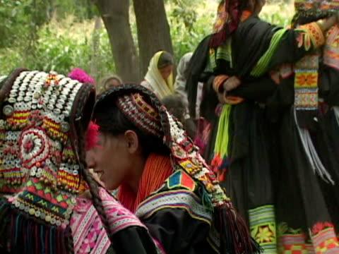 vídeos y material grabado en eventos de stock de september 15, 2005 women in traditional clothing dancing at funeral / chitral, pakistan / audio - tocado accesorio de cabeza