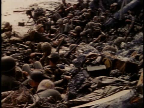 september 16 1944 montage marines resting on beach / peleliu palau - einige gegenstände mittelgroße ansammlung stock-videos und b-roll-filmmaterial
